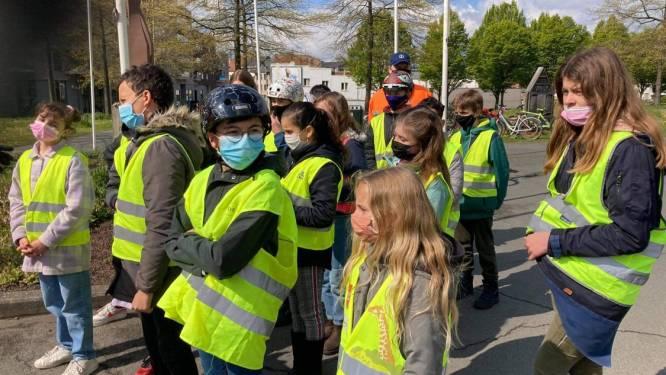Leerlingen Bijenkorf op pad met politie voor project Velo-Veilig