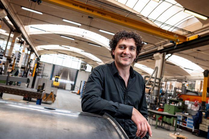 Directeur Geert-Jan Naaykens in de productiehal die er al sinds 1956 staat.