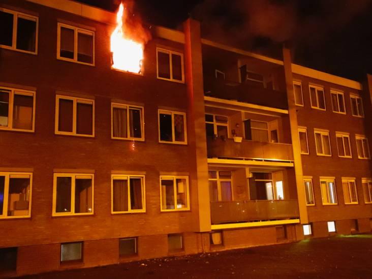 Uitslaande woningbrand in Offenbachlaan in Eindhoven: traumahelikopter ter plekke