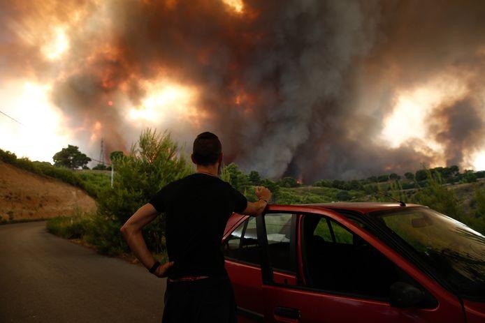 Mensen geëvacueerd op zo'n 20 kilometer afstand van Athene.