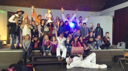 Vierde leerjaar van basisschool Manitoba krijgt Heldentoer op bezoek