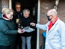 Worstenman Rob (70) bezorgt trouwe FC Utrecht-supporters kippenvelmoment in zware tijden