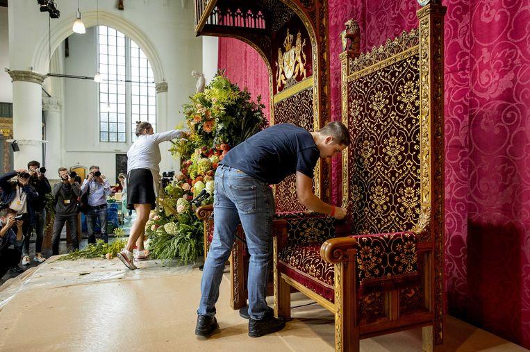 Voorbereidingen in de Grote Kerk in aanloop naar Prinsjesdag. Ook dit jaar wordt Prinsjesdag vanwege de coronaregels geen uitbundige dag.  Beeld ANP