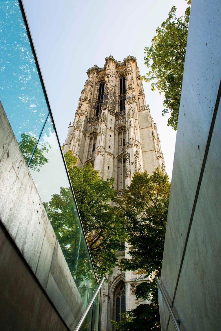 Gewapend met een platte schroevendraaier beklim je de 538 treden van de Sint-Romboutstoren. Beeld Toerisme Mechelen