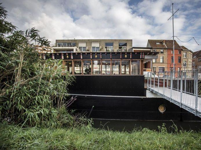 Vooral de eigenheid van de boot zelf vinden de Gentse vrienden één van de grootste troeven van Junoboat.