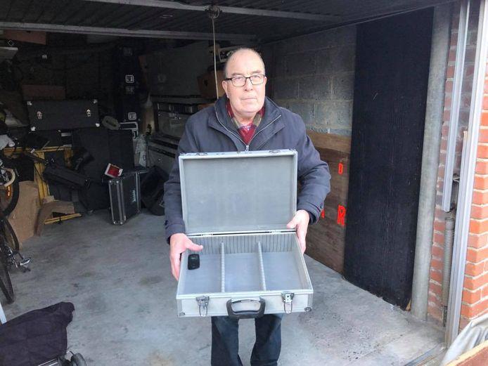 dj Bernardo huurt een garage in de Kruisekestraat. Er werd ingebroken en heel wat materiaal gestolen.