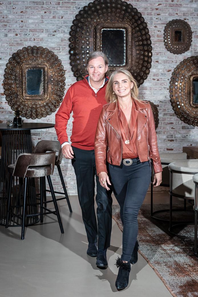 Marcus en Alice van der Valk in de brasserie van hotel De Gouden Leeuw. ,,Van alle serveersters was Alice met afstand de leukste. Dus heb ik haar eruit gepikt.''