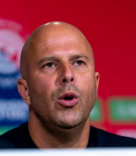Arne Slot betreurt bedreigingen Feyenoord-directeur: 'Hij is dag en nacht aan het werk'