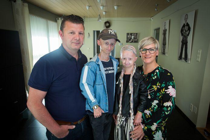 progeriapatiënten Amber en Michiel met hun ouders Wim en Godelieve