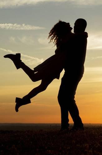 """""""Lange relaties maken dat we langer leven"""": dit moet je wel en niet doen om gelukkig te blijven bij je partner"""