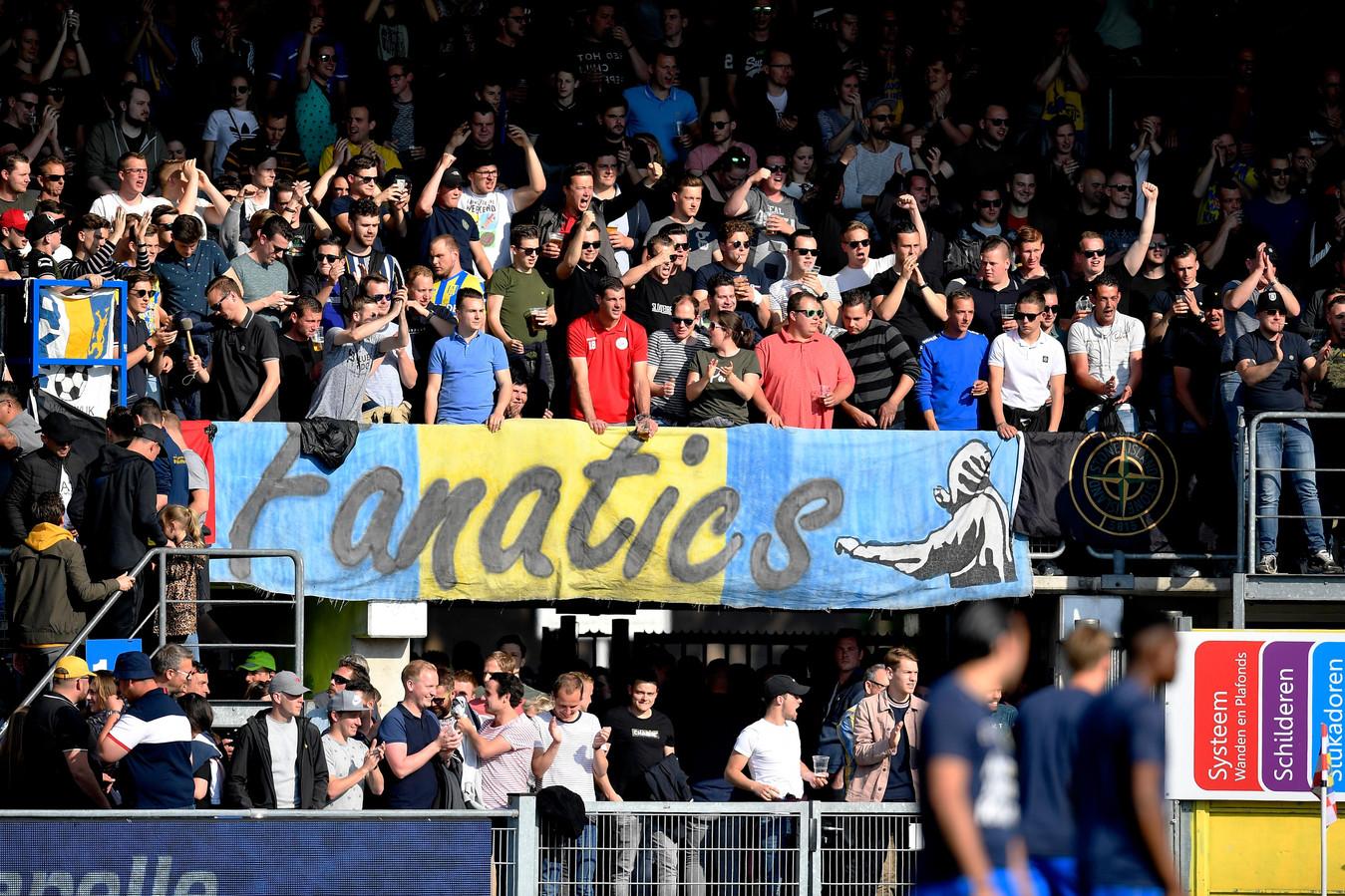 Supporters ovan RKC Waalwijk bij de wedstrijd RKC Waalwijk - Go Ahead Eagles Nederland.