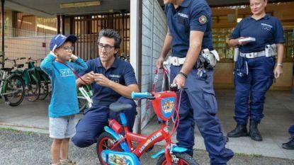 Milanese politie troost op verjaardag beroofd kereltje (6) met nieuwe fiets
