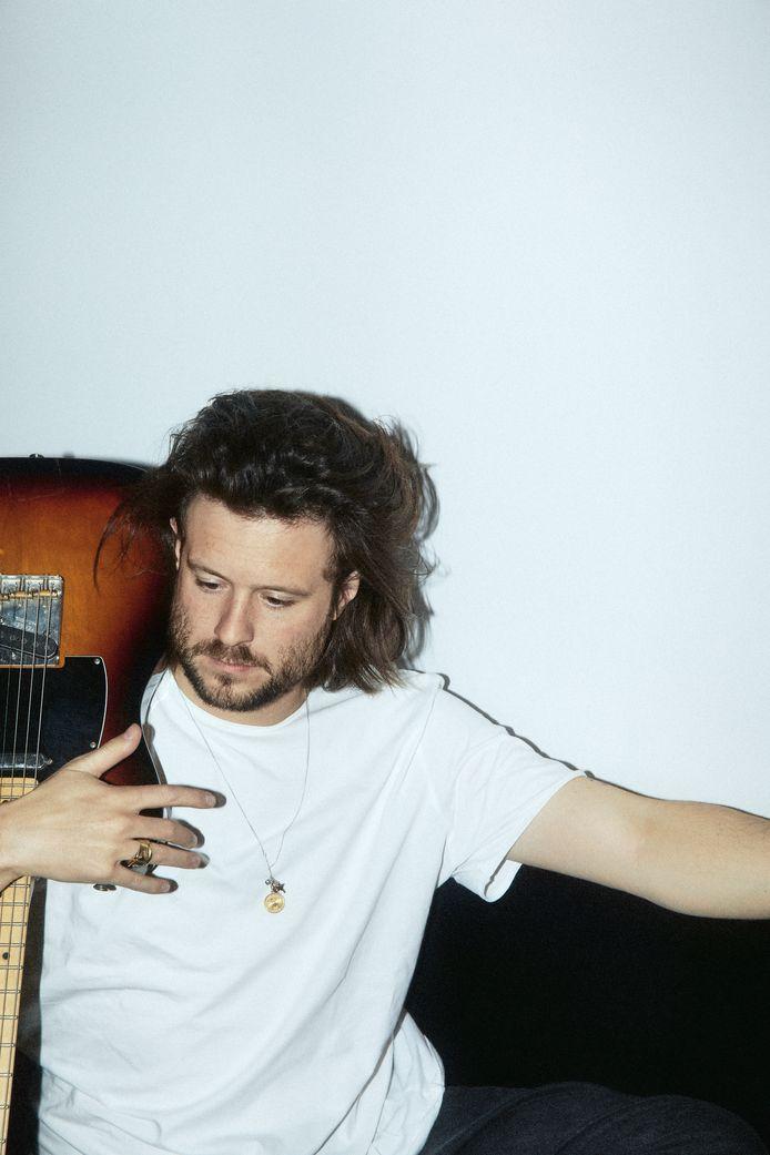 Zanger van BAZART Mathieu Terryn zal op 7 juli naar Hasselt afzakken om een stevig (coronaproof) feestje te bouwen bij het Muziekodroom.