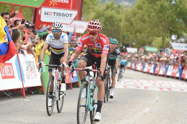 Primoz Roglic, weer een dag soeverein in de Vuelta. Achter hem wereldkampioen Valverde. Beeld BSR Agency