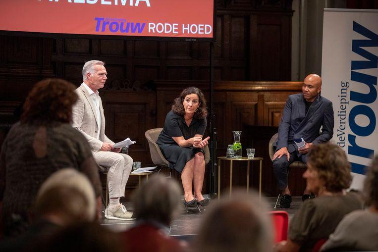 Burgemeester Femke Halsema en Trouw-hoofdredacteur Cees van der Laan in discussie met de zaal.  Beeld Werry Crone