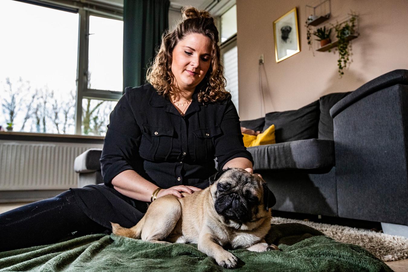 Hedy Riesewijk ontspant honden met haar massages. ,,Om eerlijk te zijn vond ik honden masseren zelf ook een beetje vreemd klinken, voordat ik hieraan begon.''