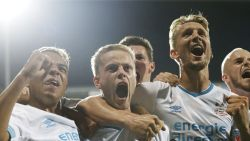 FT buitenland. Belgische invaller redt PSV in blessuretijd - Kane maakt einde aan vervelende statistiek