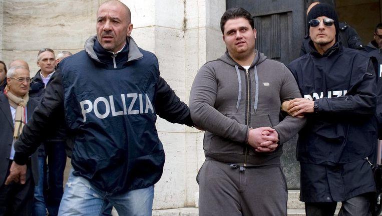 De voortvluchtige maffiabaas Antonio Mennetta (28) tijdens zijn arrestatie in januari 2013.