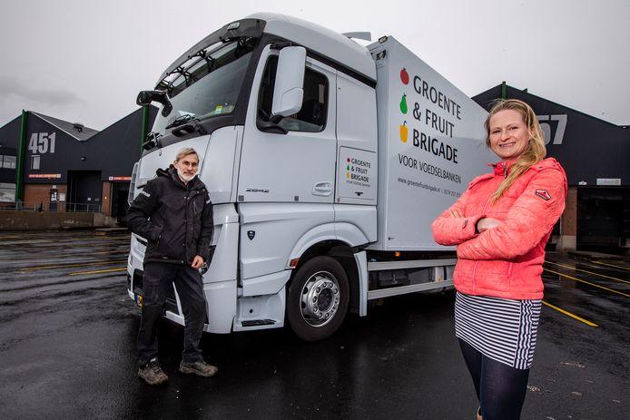Elianne Leeffers van de Groente & Fruit Brigade en chauffeur Michael.