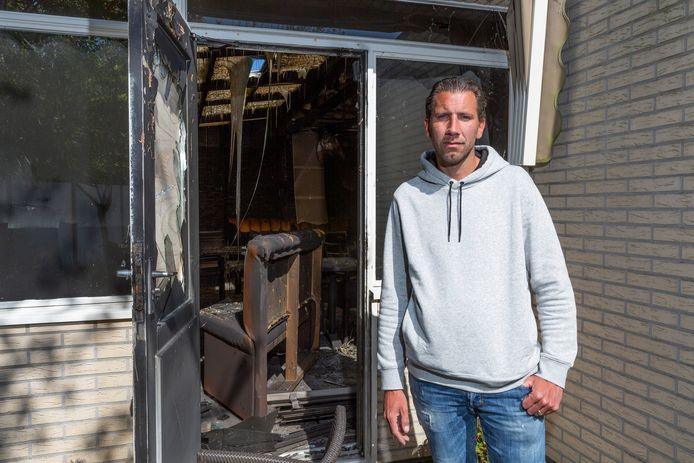 Robert van Vliet, eigenaar van restaurant De Haagse Beek, waar afgelopen nacht brand uitbrak. =