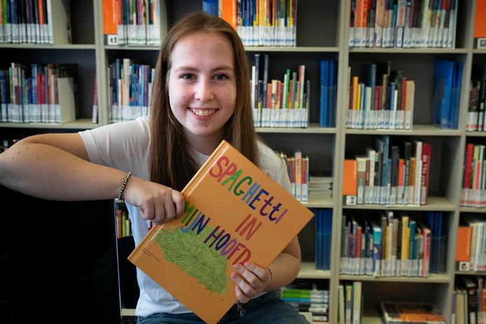 Eindhoven Noortje Lenssen, havo-leerlinge, schreef een boek over autisme