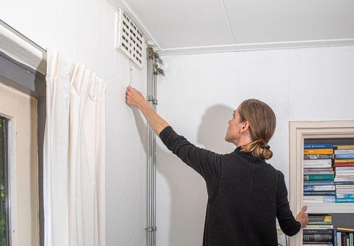 In veel huizen is onvoldoende ventilatie en mensen zitten daardoor ongemerkt langdurig in ongezonde lucht.