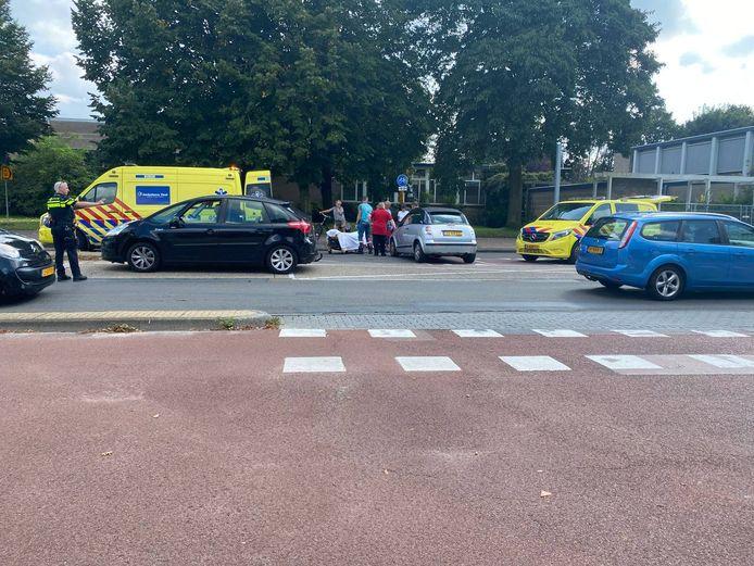 De aanrijding gebeurde op de kruising van de Ingenieur M. Schefferlaan met de Oldenzaalsestraat.