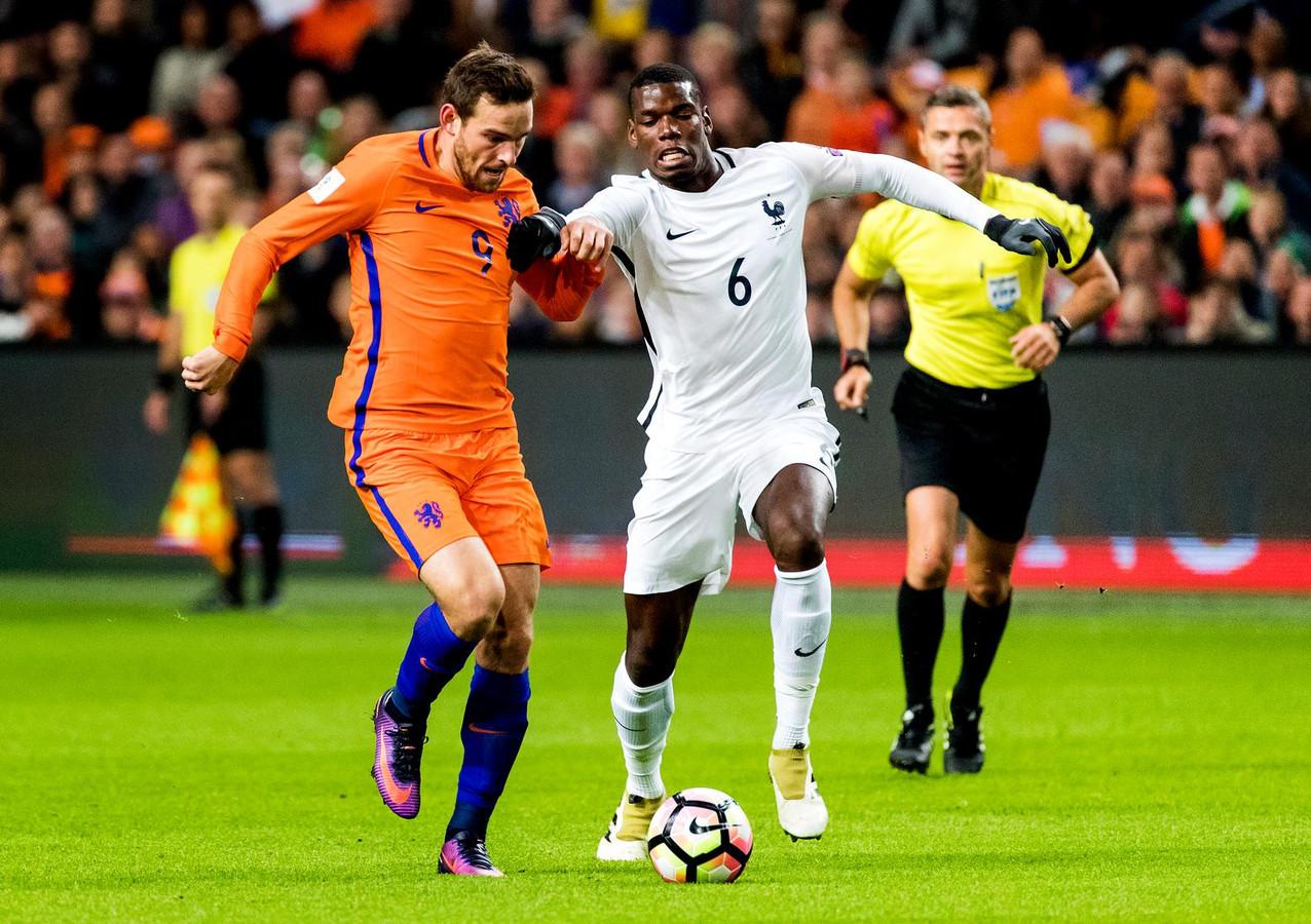 Vincent Janssen in duel met Paul Pogba. Zien we de spits weer terug in Oranje?