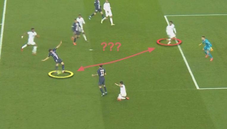 Denayer sprint bij een aanval van PSG tot drie keer toe naar de eigen doellijn.