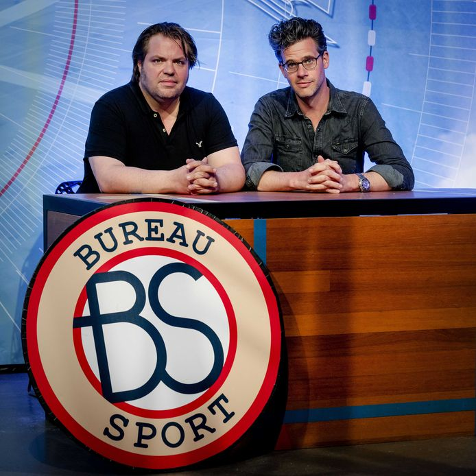 Frank Evenblij (links) en Erik Dijkstra presenteren in coronatijd Bureau Sport At Home via YouTube.