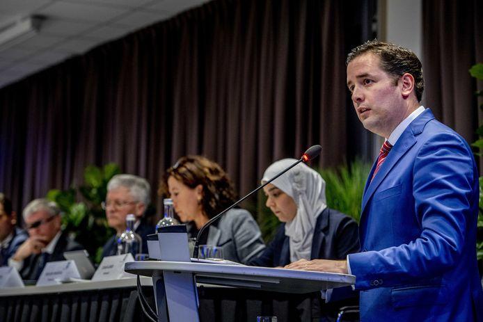 Toenmalig wethouder Erik de Ridder in het Willem II-stadion waar de gemeente het voorstel besprak voor schadevergoeding voor mensen die op een NS-werkplaats blootgesteld zijn aan chroom-6. ARCHIEFFOTO ANP ROBIN UTRECHT