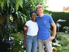 Wonen in een klein dorp saai? Niet voor wereldburgers Jilt en Samantha: 'Hier kun je ook lekker een potje ballen'