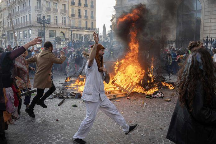 Feestgangers zondag in Marseille.