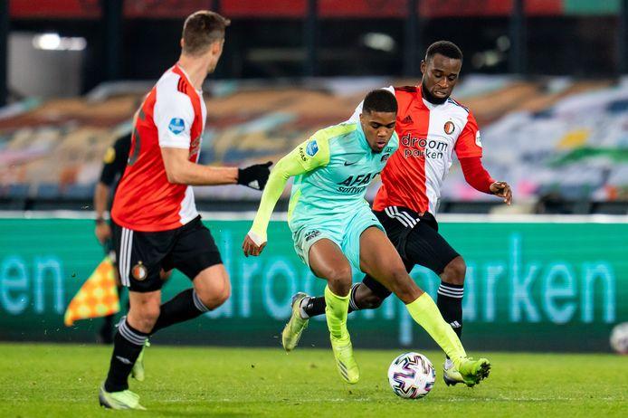 Myron Boadu in actie tijdens Feyenoord - AZ (2-3). De twintigjarige spits scoorde twee keer in de tweede helft.