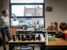 Leerlingen van basisschool 't Hout in Helmond aan de slag als 'World Press'-fotografen
