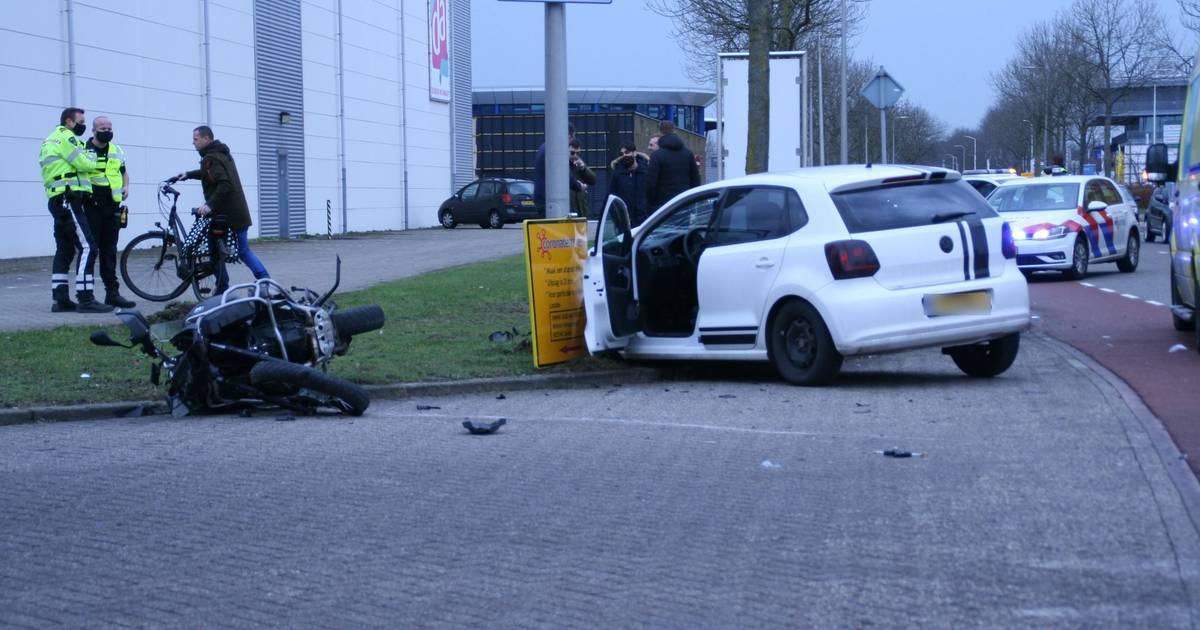 Vlak achter elkaar twee botsingen in Almelo: gewonde naar ziekenhuis.