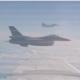 Spierballengerol in het luchtruim: NAVO-straaljager nadert vliegtuig Russische minister