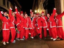 Honderden kerstmannen lopen voor goed doel door Roermond en Weert