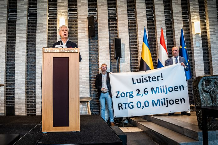 De Overbetuwse PvdA-fractievoorzitter Elbert Elbers, gesteund door Roel Eefting (D66) en Ard op de Weegh (BOB), vraagt de leden van provinciale staten om af te zien van de aanleg van de Railterminal Gelderland tussen Valburg en Reeth.