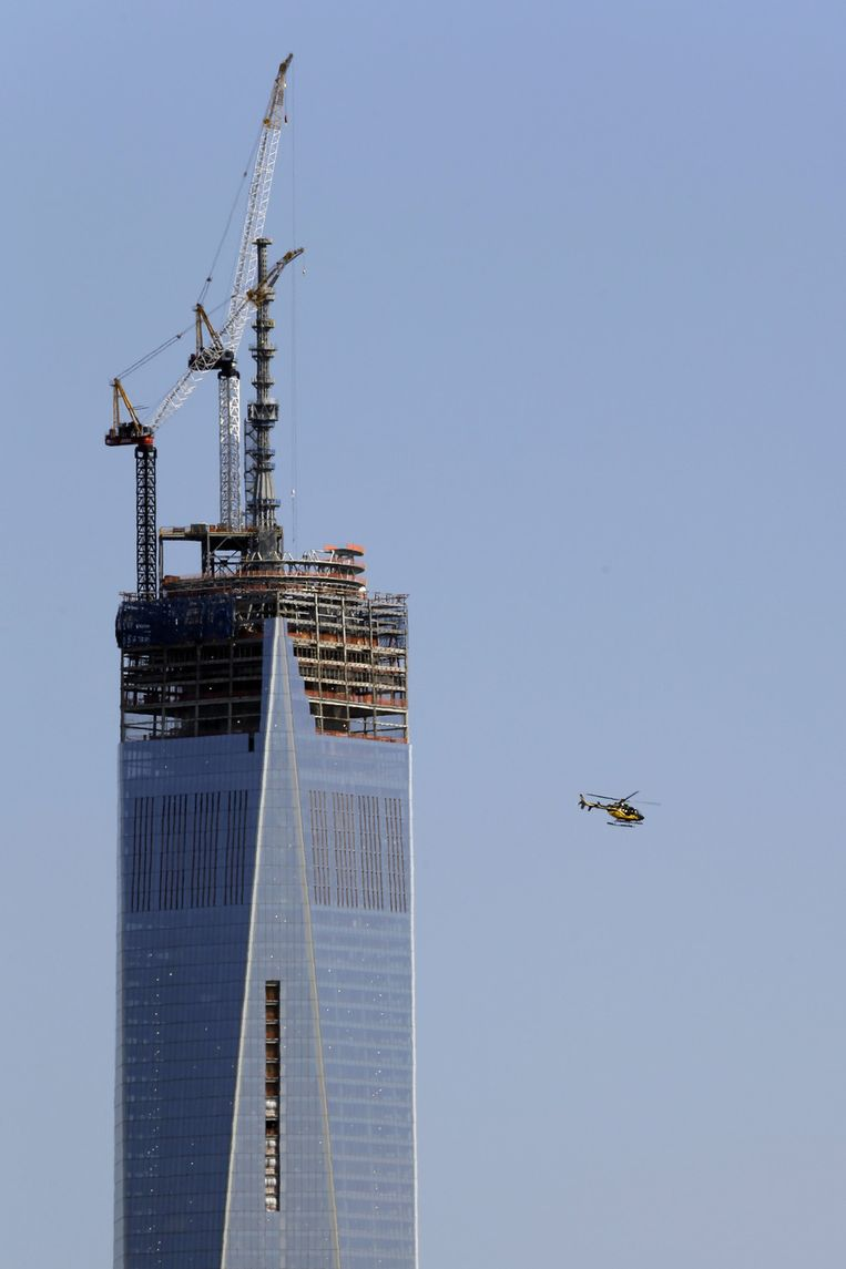 New York treft extra veiligheidsmaatregelen na de bomexplosie in Boston met helikopters rond het One World Trade Center in Manhattan.