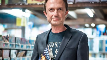 Nadat hij jarenlang 'De Afrekening' aan elkaar praatte: hoe gaat het nog met presentator Stefan Ackermans?