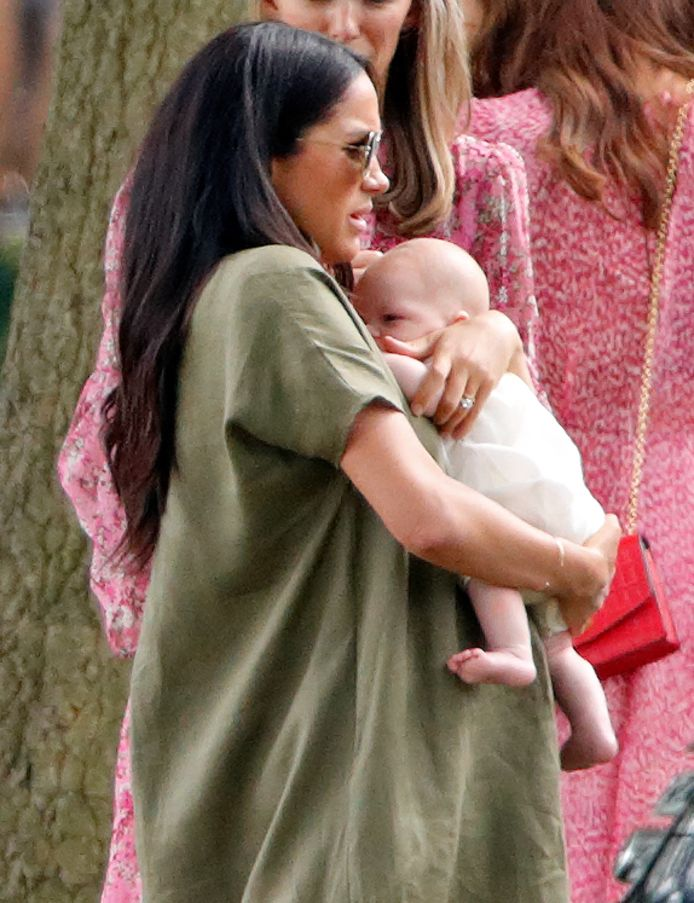 Meghan Markle met baby Archie.