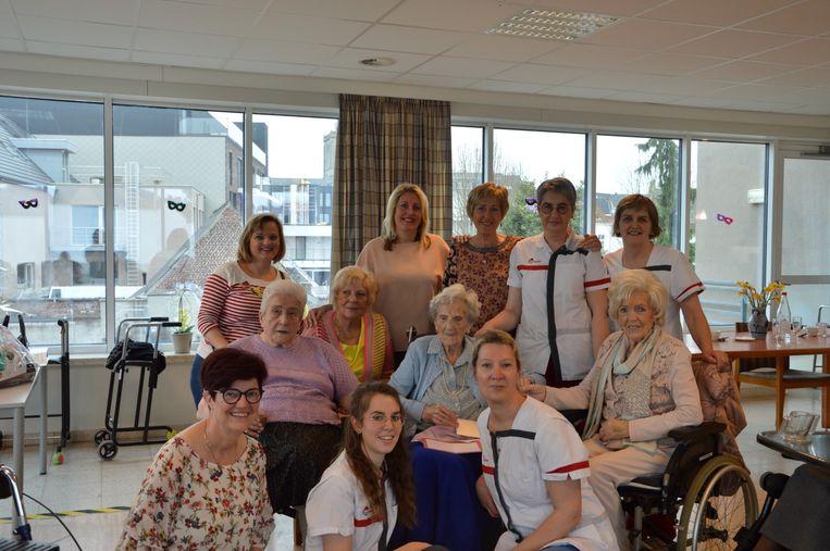 Jeanne Derycke tijdens de feestelijkheden voor haar 102de verjaardag.