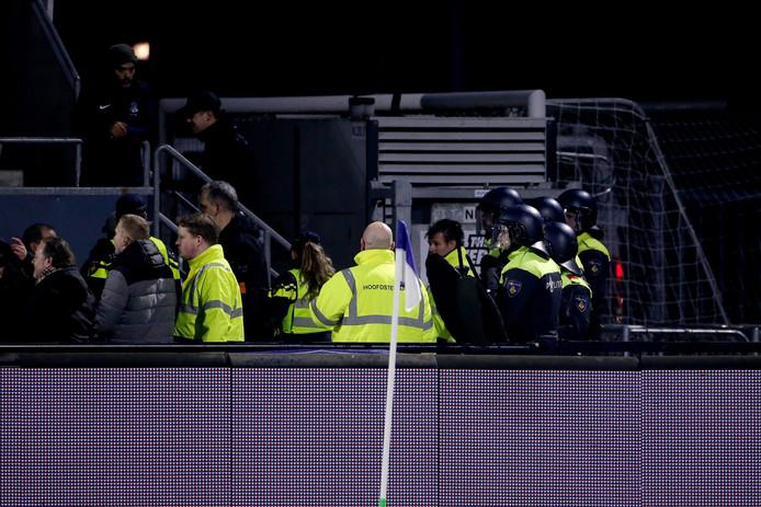 De politie moet er aan te pas komen bij het duel tussen FC Eindhoven en Helmond Sport.