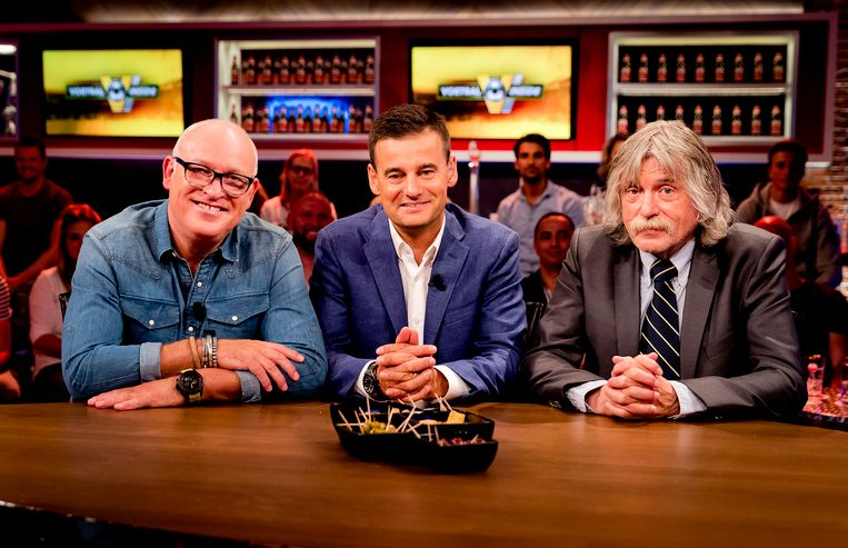 (VLNR) Rene van der Gijp, Wilfred Genee en Johan Derksen tijdens de uitzending van het RTL-programma Voetbal Inside.
