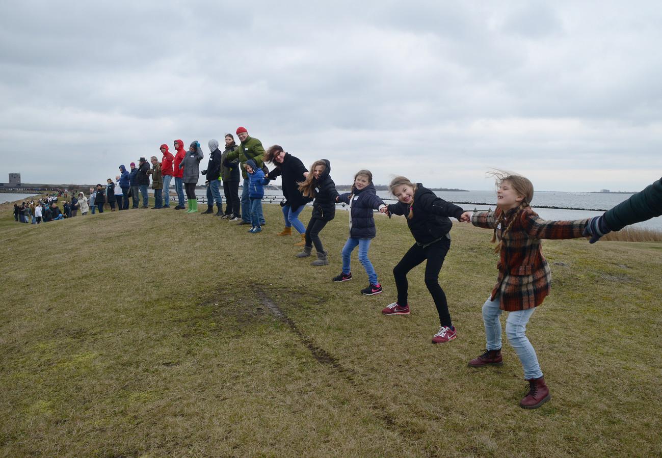 In 2014 werd onder meer met een lang menselijk lint op de geplande locatie voor Brouwerseiland geprotesteerd tegen de teloorgang van het natuurgebied.