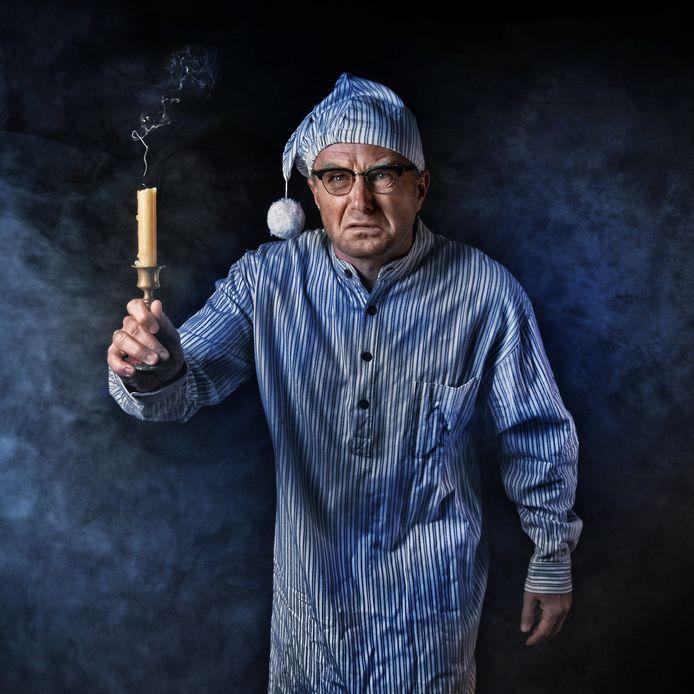 Theatermaker Bert Eeftink uit Goor kruipt in de rol van de knieperige Helligen Hendrik Schrooten alias de Twentse Scrooge.