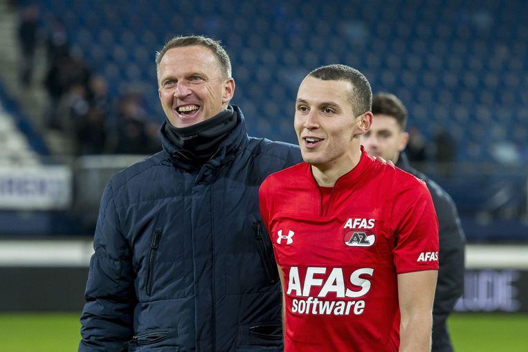 Oussama Idrissi met AZ-coach John van den Brom.