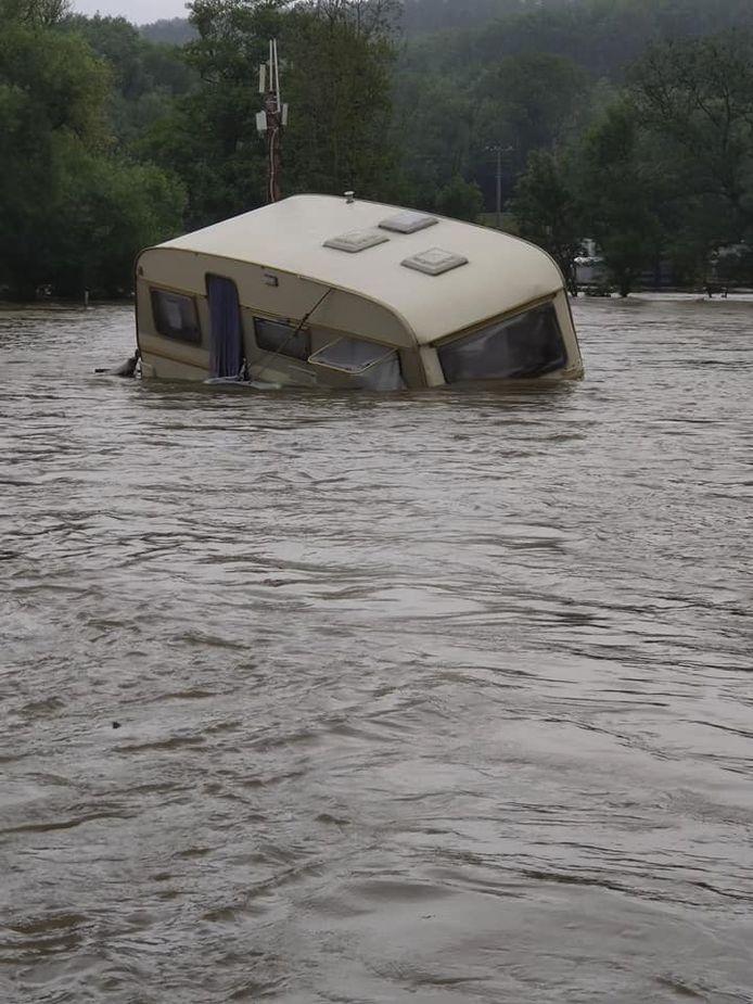 Het water overspoelde ook de camping van Henk en Daisy uit Harelbeke.