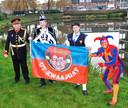 Het Protocol van Leurse leut, bestaande uit Prins Carolus I, Nar Joerieke, Grote Boer Peer en Pliessie Nilles (hier achter de speciaal ontworpen vlag), maakt op karnavalszondag uit wier huis het mooist versierd is.